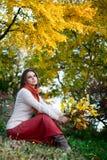 Kobieta w jesień lesie Fotografia Stock