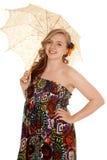 Kobieta w kolorowym smokingowym parasolowego stojaka spojrzeniu Obrazy Royalty Free