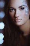 Kobieta w koloru kiści proszka i boke światłach Fotografia Stock