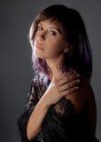 Kobieta w Koronkowym Z ramię wierzchołka fotografia royalty free