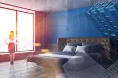 Kobieta w kostiumu w błękitnym sypialnia kącie zdjęcia stock