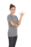 Kobieta w koszulce z ręka znakiem kocham ciebie Fotografia Royalty Free