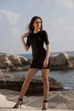 Kobieta w krótkiej sukni na plaży Obraz Royalty Free