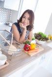 Kobieta w kuchni obraz stock