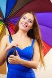Kobieta w lato sukni trzyma kolorowego parasol Obraz Royalty Free