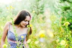 Kobieta w lesie obrazy stock