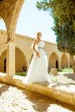 Kobieta w ślubnej sukni Zdjęcia Royalty Free