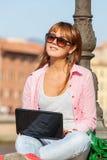 Kobieta w mieście zdjęcia stock