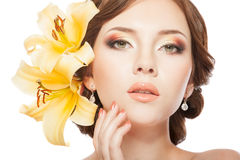 Kobieta w negligee z lillies obraz royalty free
