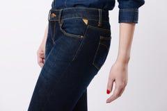 Kobieta w niebieskich dżinsach Obrazy Royalty Free