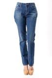 Kobieta w niebieskich dżinsach Fotografia Royalty Free