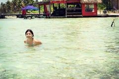 Kobieta w płytkiej wodzie Fotografia Royalty Free