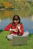 Kobieta w parku zdjęcia stock