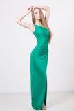 Kobieta w piękno mody zieleni sukni zdjęcia stock