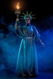 Kobieta w przedstawienie kostiumu zdjęcia royalty free