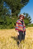 Kobieta w pszenicznym polu obrazy stock