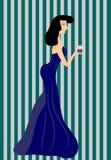 Kobieta w rękach kulebiaki w długiej sukni Obraz Stock