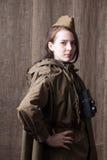 Kobieta w Rosyjskim wojskowym uniformu z kamerą Żeński wojenny korespondent podczas drugi wojny światowa zdjęcia stock