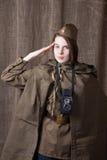 Kobieta w Rosyjskim wojskowym uniformu z kamerą Żeński wojenny korespondent podczas drugi wojny światowa obraz royalty free