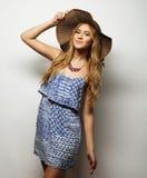 Kobieta w słomianym lato kapeluszu Obrazy Stock