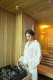 Kobieta w sauna Zdjęcia Royalty Free