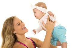 Kobieta w sprawność fizyczna ubioru chwyta dziecka up zakończeniu Zdjęcie Stock
