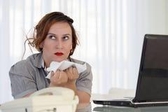 Kobieta w stresie przed komputerem fotografia stock