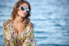 Kobieta w sukni na plaży Zdjęcie Stock