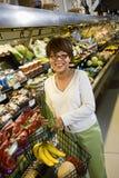 kobieta w supermarkecie Zdjęcie Royalty Free