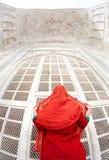 Kobieta w Taj Mahal Zdjęcie Royalty Free