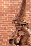 Kobieta w ubraniach czarownica na Halloweenowym jarmarku Zdjęcia Stock