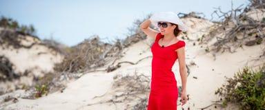 Kobieta w wieczór czerwieni sukni obrazy royalty free