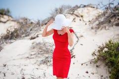 Kobieta w wieczór czerwieni sukni zdjęcie stock