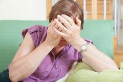 Kobieta w wieku smucenia Zdjęcie Stock