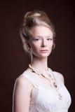 Kobieta w wiktoriański retro projektującej sukni Zdjęcie Royalty Free