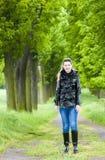 Kobieta w wiosna alei Zdjęcia Royalty Free