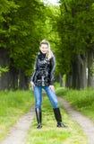 Kobieta w wiosna alei Fotografia Stock