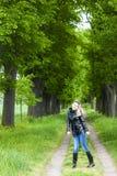 Kobieta w wiosna alei Fotografia Royalty Free