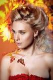 Kobieta w wizerunku jesień zdjęcie royalty free