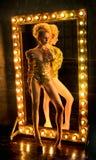 Kobieta w złocistym bodysuit zdjęcia royalty free