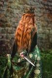 Kobieta w zielonej średniowiecznej sukni fotografia stock