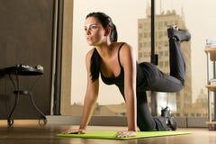 Kobieta ćwiczy w domu Obraz Royalty Free