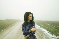 Kobieta, wiejska droga w mgle Obrazy Royalty Free