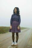 Kobieta, wiejska droga w mgle Fotografia Royalty Free