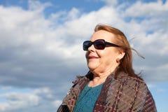 Kobieta wokoło sześćdziesiąt rok za granicą Zdjęcia Royalty Free