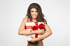 Kobieta wręcza mienie prezent Fotografia Stock
