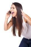 Kobieta wrzeszczy przy telefonem i patrzeje gniewny obraz stock