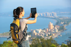 Kobieta wycieczkowicz bierze fotografię Obraz Stock
