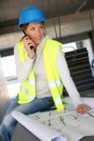 Kobieta inżynier pracuje na budowie Zdjęcia Royalty Free