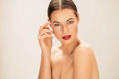 Kobieta z świeżym czyści i jasna skóra zdjęcie stock